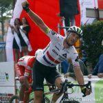 Stupefacente Cummings: la prima tappa del Giro della Toscana è sua