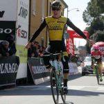 Ciclismo, Coppi&Bartali: comanda l'olandese Eenkhoorn. Il team SKY domina la crono a squadre