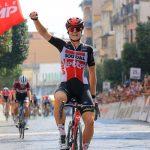 Ciclismo, Giro rosa: Kopecky in volata a Maddaloni. Cadono Van Vleuten e Vos
