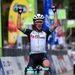 Ciclismo, Tour of the Alps: lo strappo del più atteso. Tappa e maglia a Simon Yates